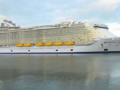 Raw: World's Largest Cruise Ship Docks in UK
