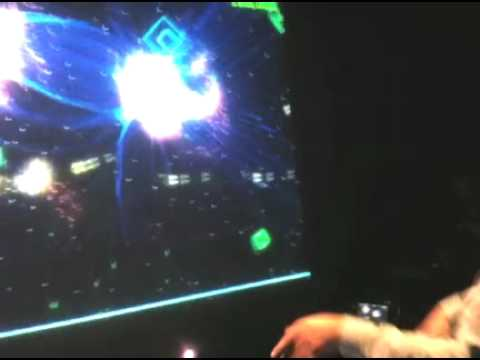 [VIDEO] Geometry wars on Project Natal