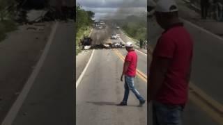 Elementos explodem carro forte na BR 232 em salgueiro
