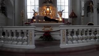 """Multam artista por """"fazer exercícios"""" sobre altar de Igreja católica na Alemanha"""