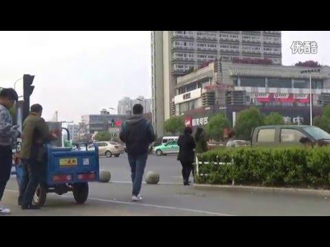 他實驗在中國大街上公然綁走一個小朋友,結果隱藏攝影機拍下的路人反應讓大家都超詫異…