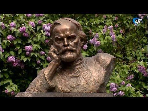В Великом Новгороде открыли школу в «Ивушках» и памятник Дмитрию Балашову