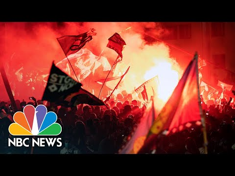Chileans Celebrate Overwhelming Vote To Scrap Pinochet-Era Constitution | NBC News NOW
