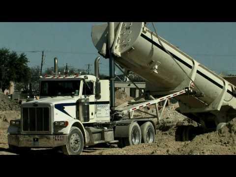 Грузовики Peterbilt Dump Truck stuck in the dirt HD