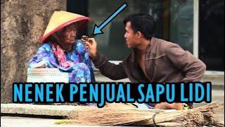 Video Nenek Berhati Malaikat Menolong Anak Kelaparan - Tak Disangka Nenek Hanya Penjual Sapu Lidi MP3, 3GP, MP4, WEBM, AVI, FLV Juli 2018