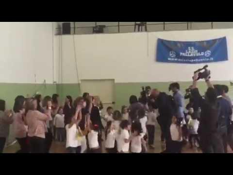 Roma, Virginia Raggi balla sulle note dell'Inno russo versione rock
