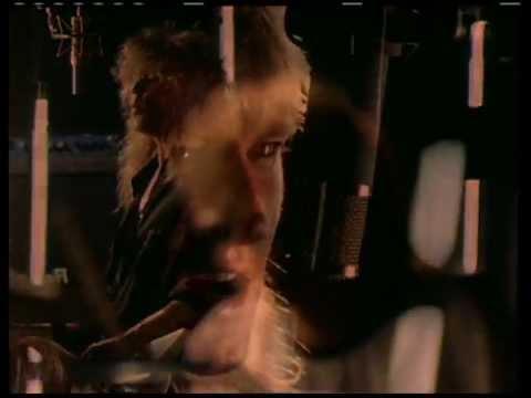 Tekst piosenki Def Leppard - Love Bites po polsku