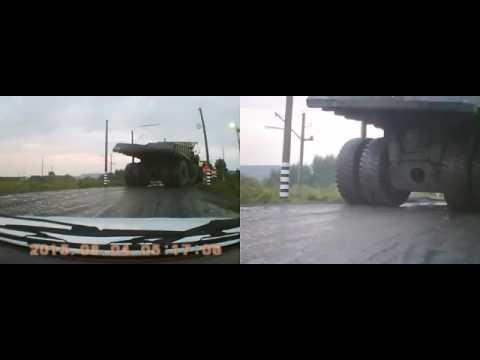 В Сибири у БелАЗа неожиданно взорвалось колесо