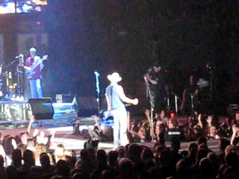 Kenny Chesney-Somewhere With You (live @ Xcel Energy Center 3-25-11)