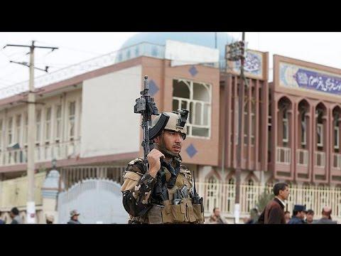 Αφγανιστάν: «Καμικάζι» του ΙΚΙΛ αιματοκύλησε κατάμεστο σιιτικό τέμενος