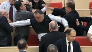 بالفيديو برلمان جورجيا يتحول إلى حلبة ملاكمة 28