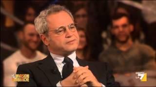 Il direttore Enrico Mentana risponde per le rime ai suoi inviati