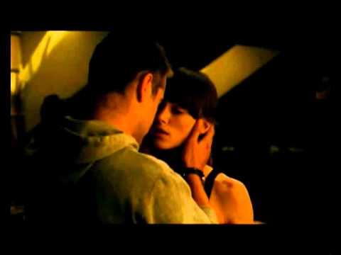 Colin Farrell and Keira Knightley kiss scene /  London Boulevard