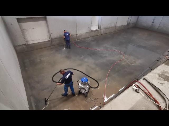 Reiniging van machineput bij aardappelverpakkingsbedrijf Spriet door Comfort Cleaning .