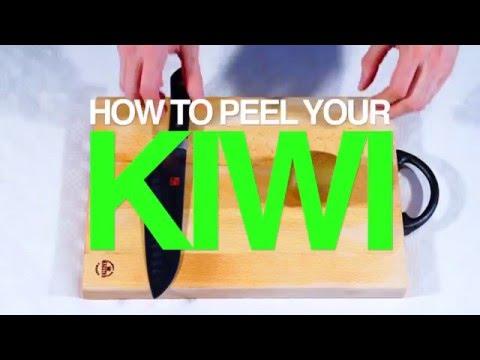 Sådan skræller du en kiwi nemt og hurtigt