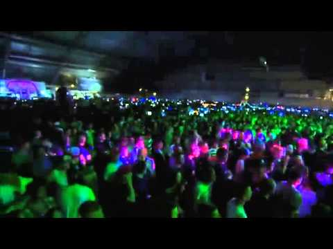 crowd - this dj really gets the crowd going at the dreamhack talent show for people wanting to know the tracks 0:00 Da Tweekaz - Become 0:26 cuts to Audiofreq - Lose...