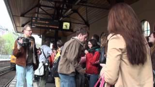(Scroll down for English Version) Mit diesem Video unterstützt die freie Produktionsplattform SISYPHOS, DER FLUGELEFANT aus Berlin den Solidaritätsgeist der ...