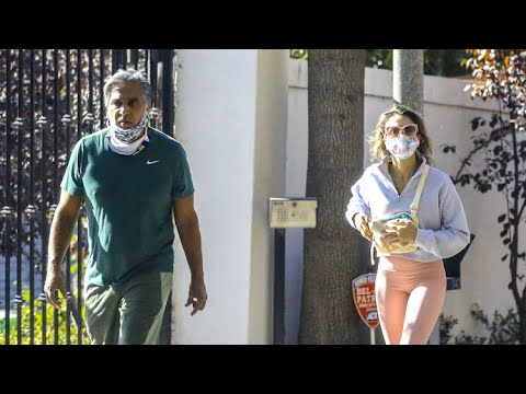 Jessica Alba Takes Advantage Of Family Time By Strolling With Dad