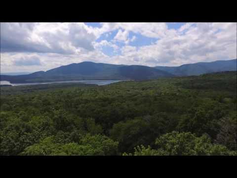 Drone footage - Catskill Mountan real estate, Ashokan Reservoir view (видео)