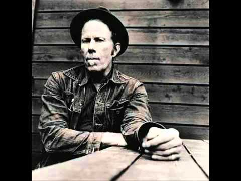 Tekst piosenki Tom Waits - 16 Shells from a 30.6 po polsku