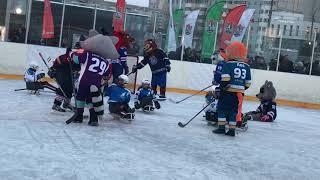 Маскоты сыграли в хоккей с юными следж-хоккеистами