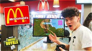 Video 15 Year Old Kid Wins Game Of Fortnite In McDonald's MP3, 3GP, MP4, WEBM, AVI, FLV Juni 2018