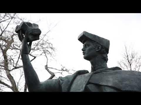 Онлайн-экскурсии по Музеону: скульптура «Торжество труда»