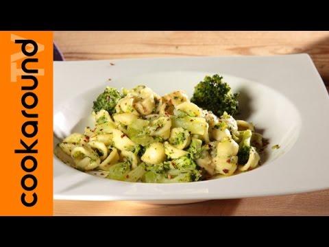 video ricetta: pasta e broccoli insaporita con aggiughe e peperoncino