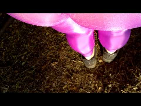 Leggings Purple Spandex Lycra in the Park – Calzas de Lycra brillosas Purpura en Publico 2