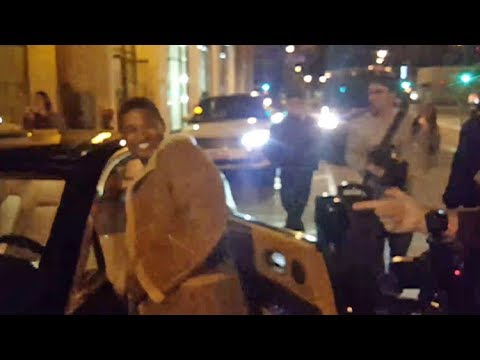 Usher Jokes With Paparazzi About His AMAZING Rolls Royce