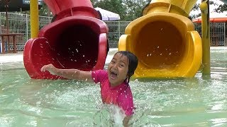 Video KEYSHA PLAYS WATER SLIDES IN THE SWIMMING POOL Kids Playing Water and Slide MP3, 3GP, MP4, WEBM, AVI, FLV Agustus 2019