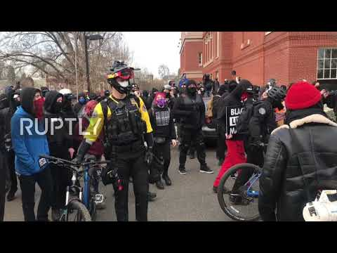 USA: Tensions as Inauguration Day protesters vandalise Oregon's Democratic headquarters