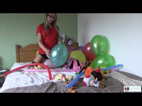 Looner girl Chloe Toy stripping on the bed playing with balloons (видео)
