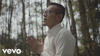 Video SAMSONS - Tuhan Tak Pernah Salah (Official Music Video) MP3, 3GP, MP4, WEBM, AVI, FLV September 2018
