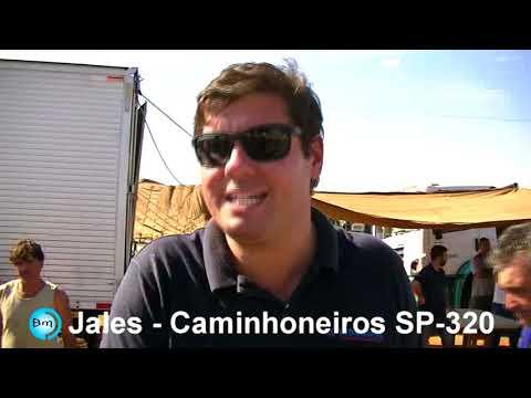 Jales - Caminhoneiros, manifestação na SP-320 Rodovia Euclides da Cunha, População e Empresas enviam água e alimentos aos motoristas.