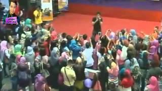 Video Aliff Aziz -  Sesal Mendua [Jelajah Tribute P.Ramlee] MP3, 3GP, MP4, WEBM, AVI, FLV Juni 2018