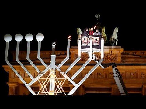 Η επτάφωτος λυχνία στην Πύλη του Βραδεμβούργου