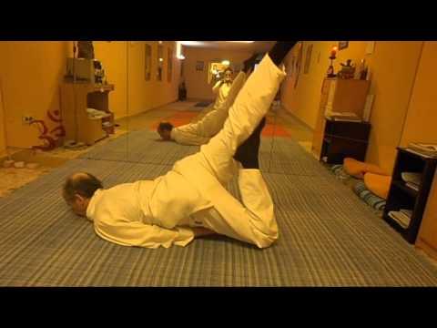 Yoga curso en español.La postura de la Langosta.Maestro Tomás hernandez.