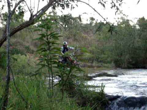 Trilha de moto na cachoeira em reginopolis Fred Lokura dando zerinho com tornado