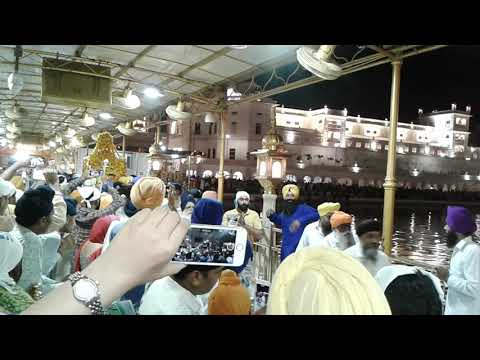Video PALKI SAHIB miracle darshan at shri harmandir sahib (golden tepmle) 4/10/2017 download in MP3, 3GP, MP4, WEBM, AVI, FLV January 2017