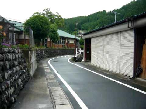 散歩の映像 水窪小学校の脇の道路