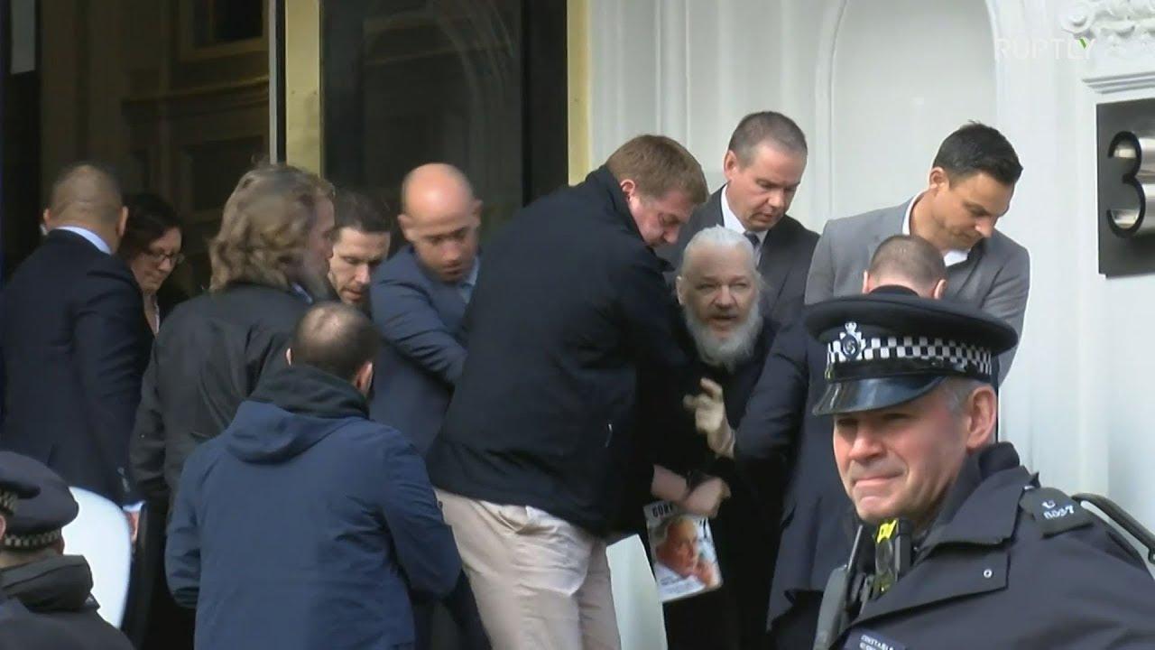 Συνελήφθη ο Τζούλιαν Ασάνζ
