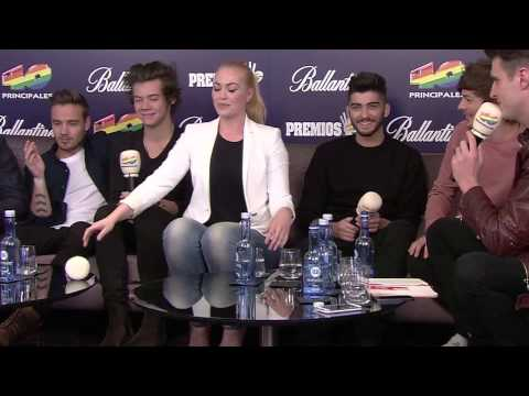One Direction juegan con Daniela Blume (видео)