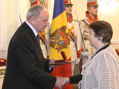 Николае Тимофти вручил государственные награды группе граждан