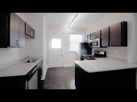 A renovated Wrigleyville 2-bedroom with  hardwood floors, in-unit laundry