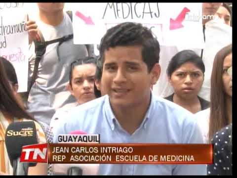 Estudiantes de medicina denuncian reducción de estipendio en internado