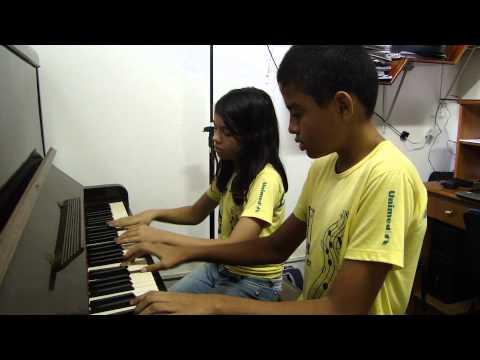 Piano a quatro mãos - João Vítor e Letícia