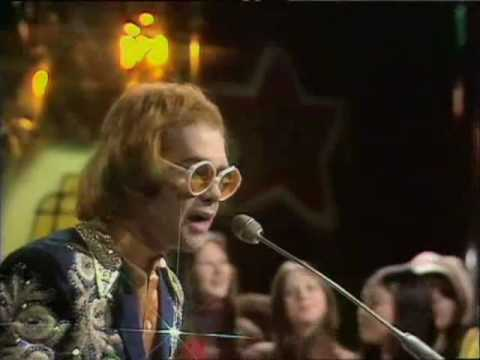 daniel - Elton John - Daniel 1973 Daniel is travelling tonight on a plane I can see the red tail lights heading for Spain Oh and I can see Daniel waving goodbye God i...
