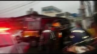 Um homem foi preso depois de roubar uma van escolar com crianças dentro em Osasco, na Grande São Paulo. Ele bateu o veículo durante a fuga.