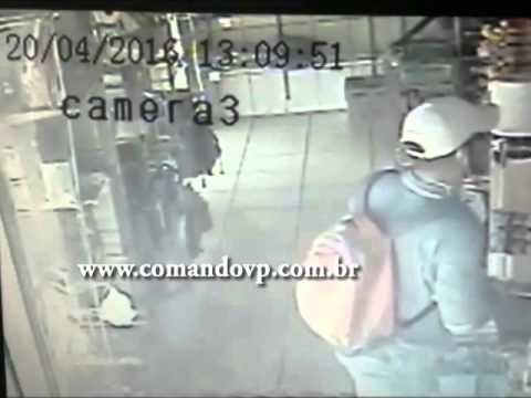 Ladrão é flagrado roubando